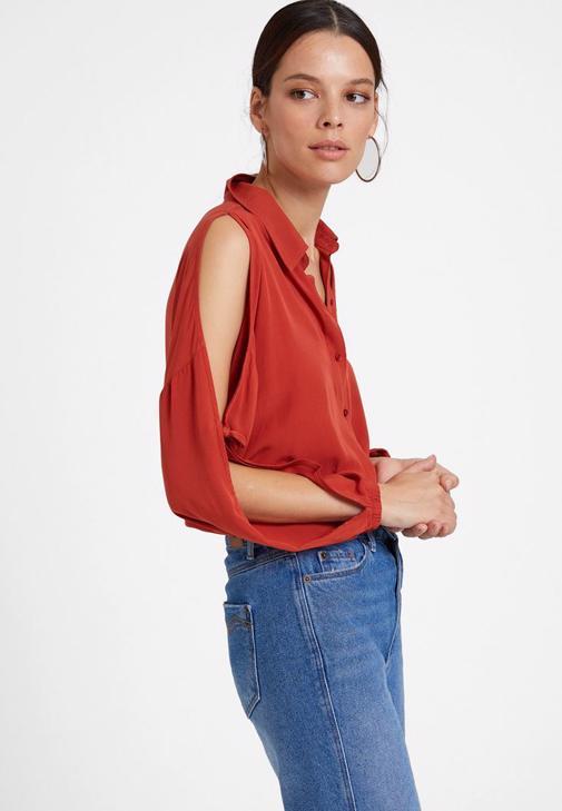 Kol Detaylı Gömlek ve Boyfriend Jean Kombini