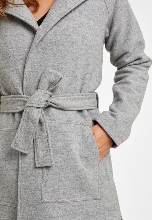 Yün Karışımlı Uzun Kaban ve Deri pantolon Kombini