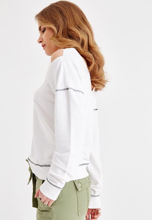 Omuz Detaylı Sweatshirt ve Kargo Pantolon Kombini