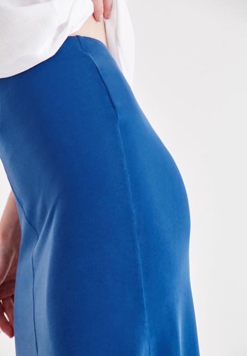 İnce Askılı Bluz ve Asimetrik Kesim Etek Kombini
