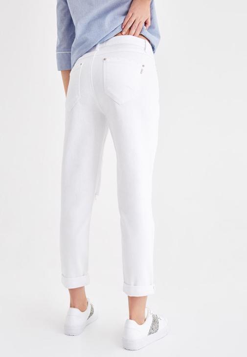 Beyaz Pantolon ve Gömlek Kombini