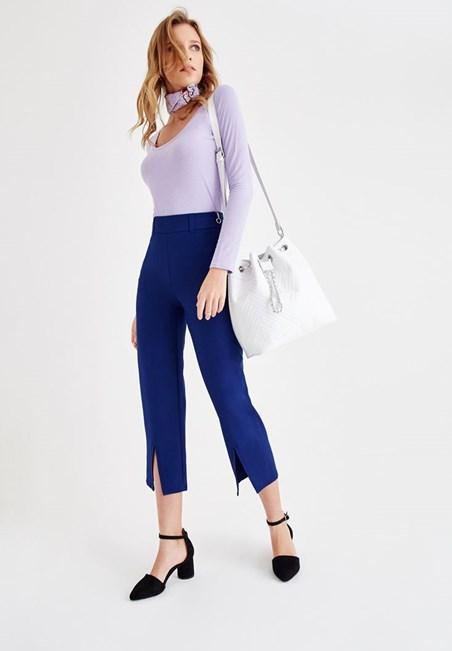 Lacivert Pantolon ve Tişört Kombini