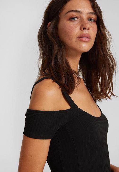 Omuz Detaylı Kısa Elbise ve Denim Ceket Kombini