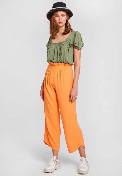 Turuncu Pantolon ve Yeşil Bluz Kombini