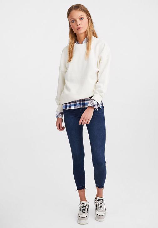 Beyaz Cupro Tişört ve Jean Pantolon Kombini