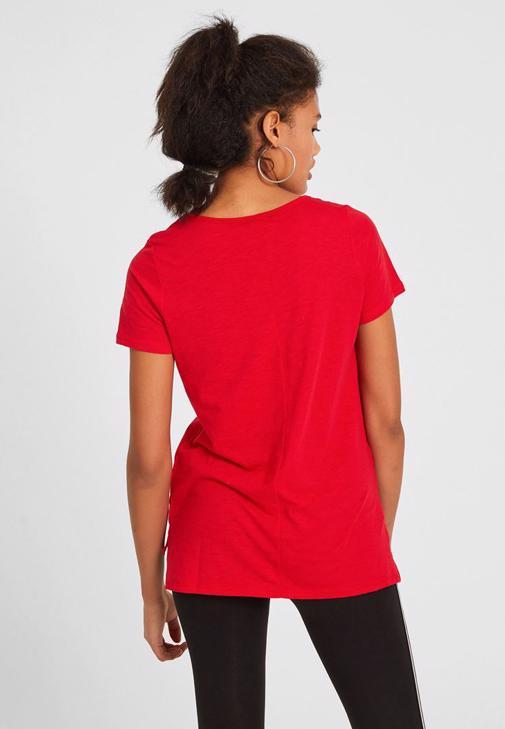 Kırmızı Tişört ve Tayt Kombini