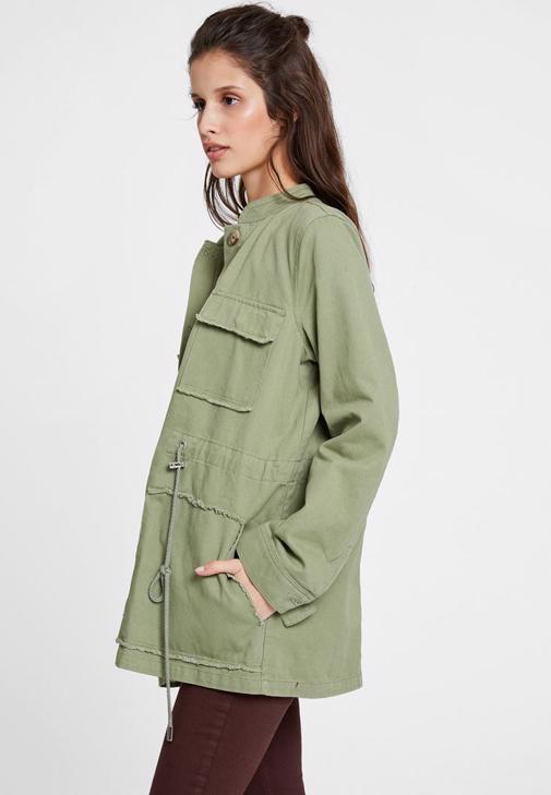 Yeşil Ceket ve Düğmeli Etek Kombini