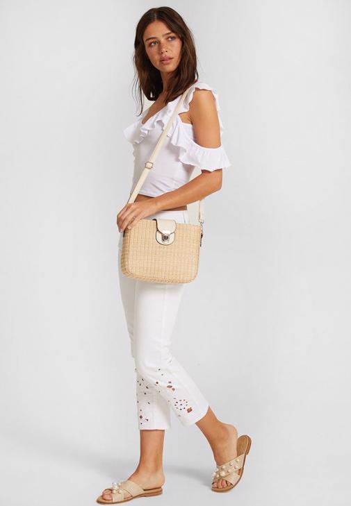 Düşük Omuzlu Beyaz Uzun Elbise Kombini