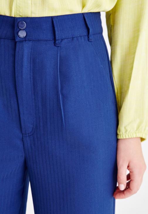 Yeşil Gömlek ve Pantolon Kombini