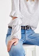 Gri Kolları Fırfırlı Tişört ve Jean Kombini