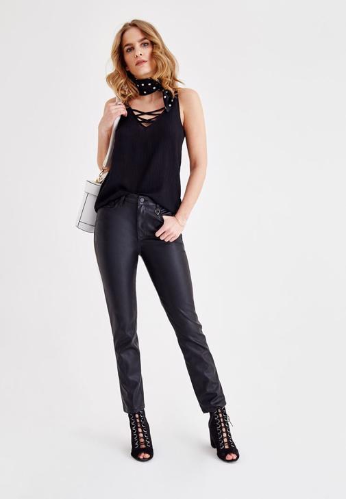 Deri Görünümlü Pantolon ve İnce Askılı Bluz Kombini