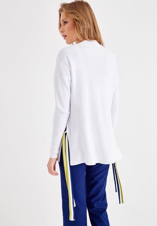 Beyaz Hırka ve Lacivert Pantolon Kombini