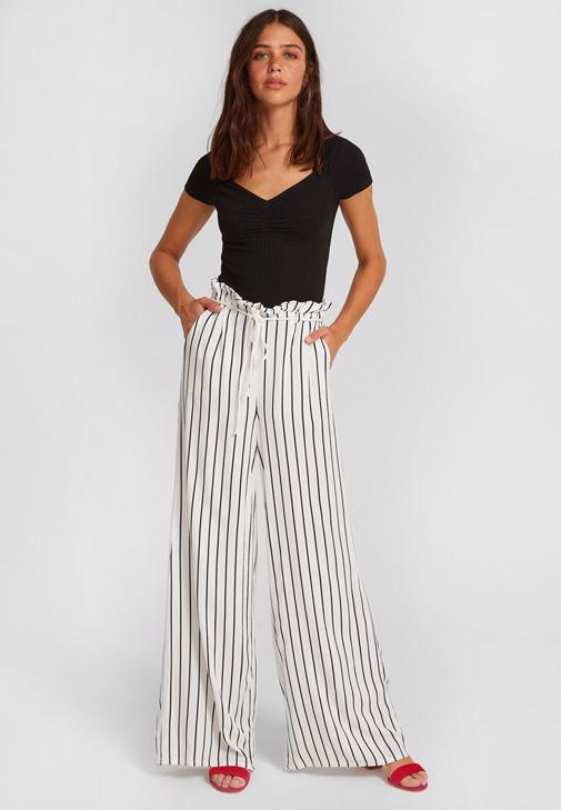 Çizgili Pantolon ve Siyah Bluz Kombini