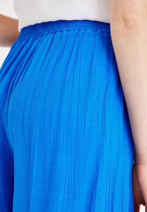 Mavi Culotte Pantolon ve Beyaz Bluz Kombini