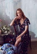 Çiçek Desenli Yırtmaç Detaylı Elbise