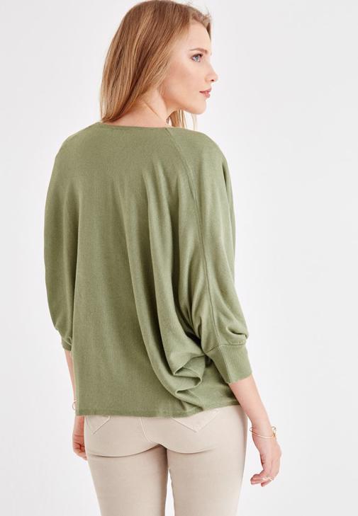Yeşil Hırka ve Dar Paça Pantolon Kombini