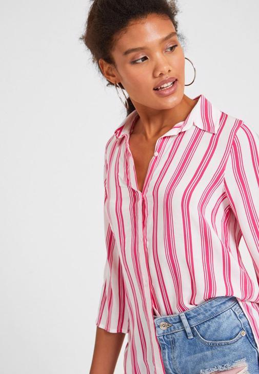 Çizgili Gömlek ve Jean Şort Kombini