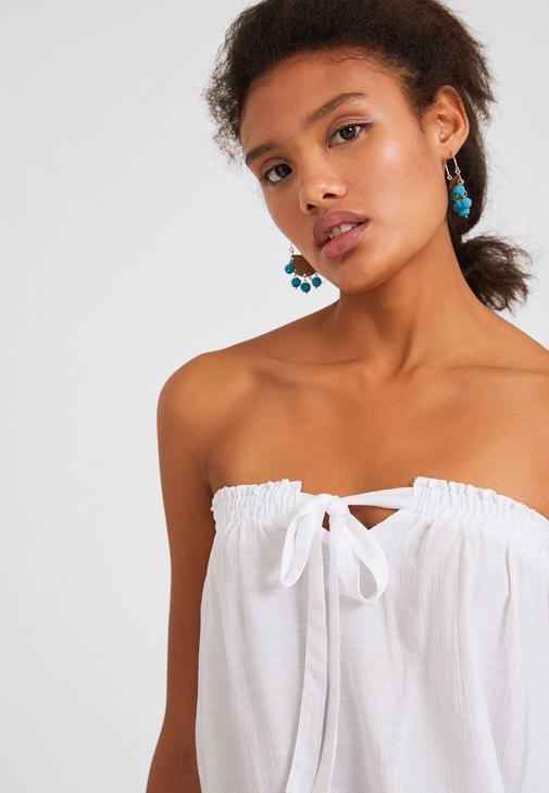 Bağlama Detaylı Beyaz Bluz ve Denim Şort Kombini