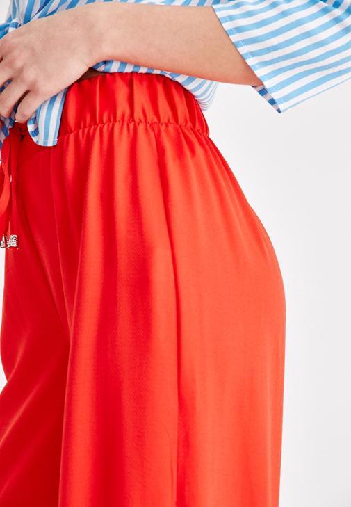Desenli Yarım Kollu Gömlek ve Yırtmaç Detaylı Pantolon