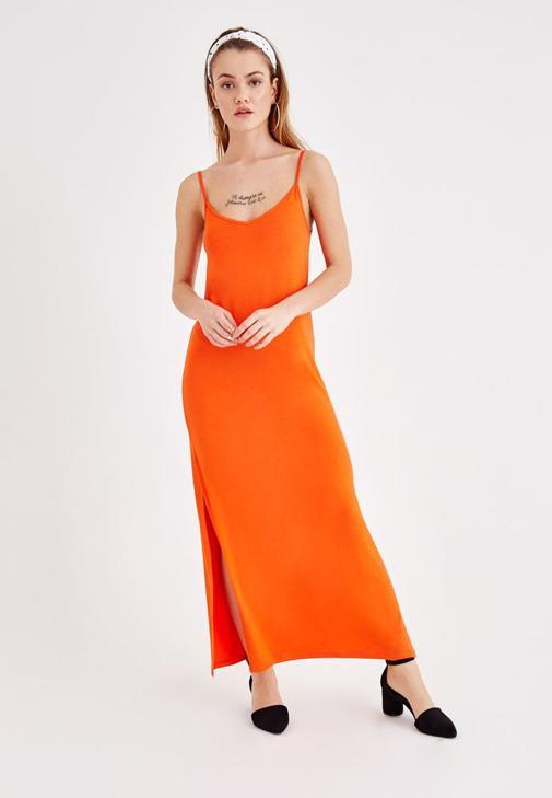 Uzun Elbise ve Bel Çantası Kombini