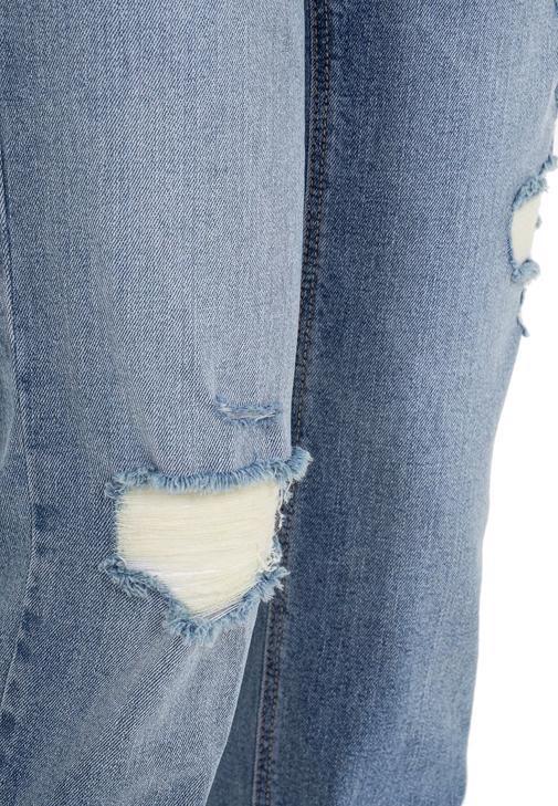 Boru Paça Denim Pantolon ve U Yaka Atlet Kombini