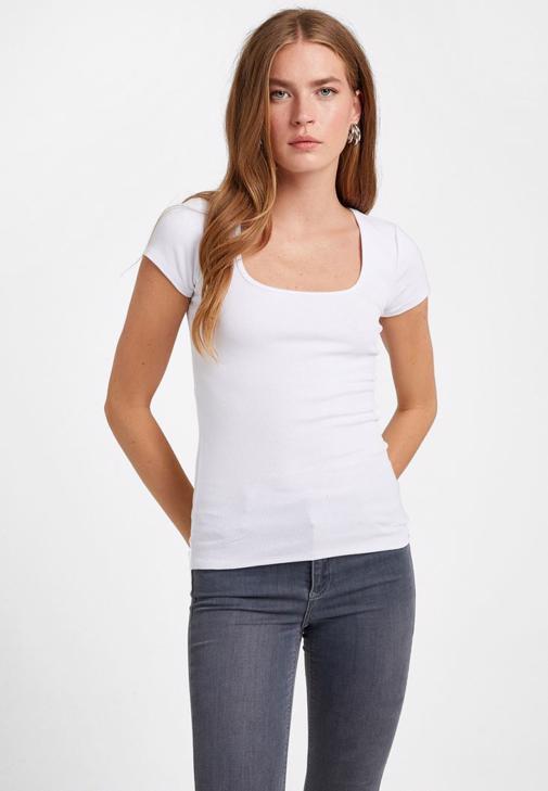U Yaka Tişört ve Skinny Denim Kombini