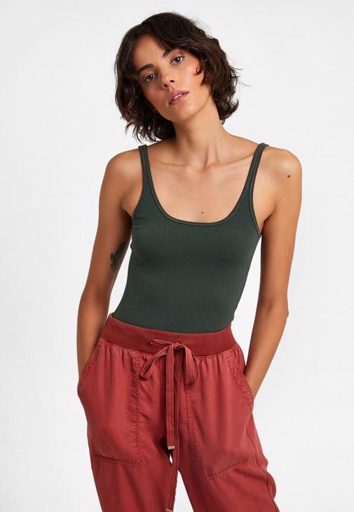 U Yaka Basic Tişört ve Jogger Pantolon Kombini