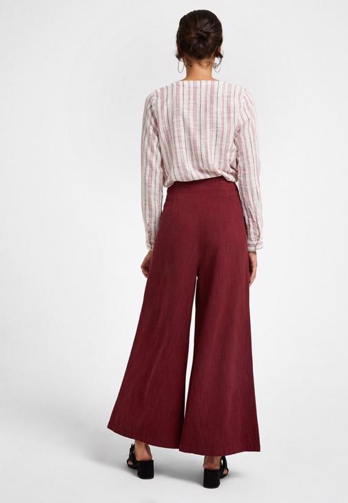 Yüksek Bel Pantolon ve Çizgili Gömlek Kombini