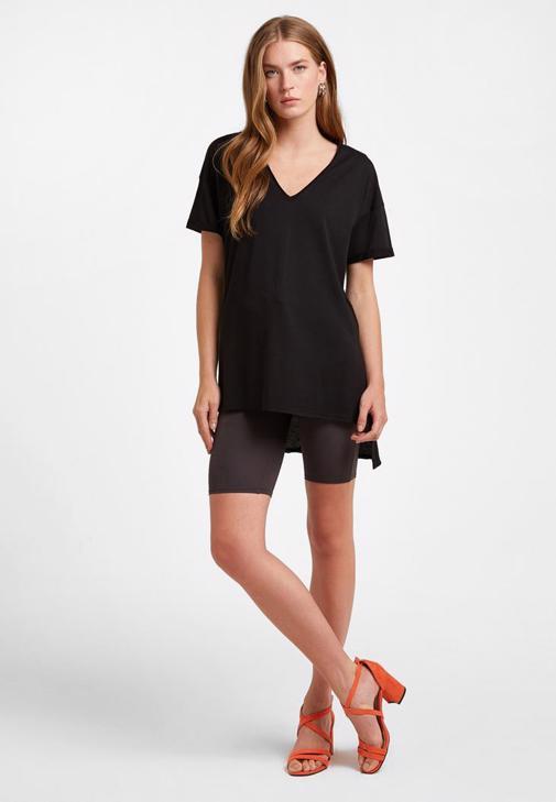 V Yaka Oversize Tişört ve Tayt Kombini