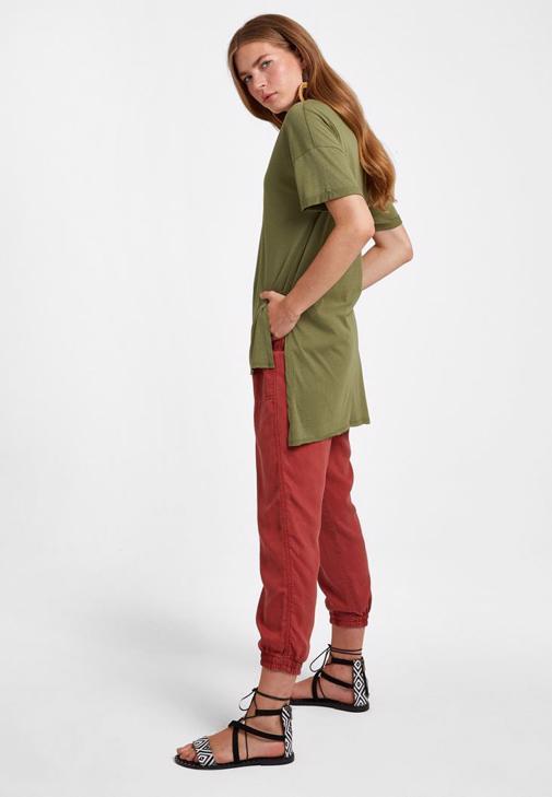 V Yaka Oversize Tişört ve Jogger Pantolon Kombini