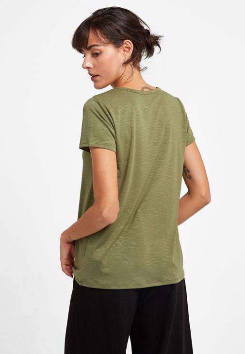 Kesikli Tişört ve Yüksek Bel Pantolon Kombini