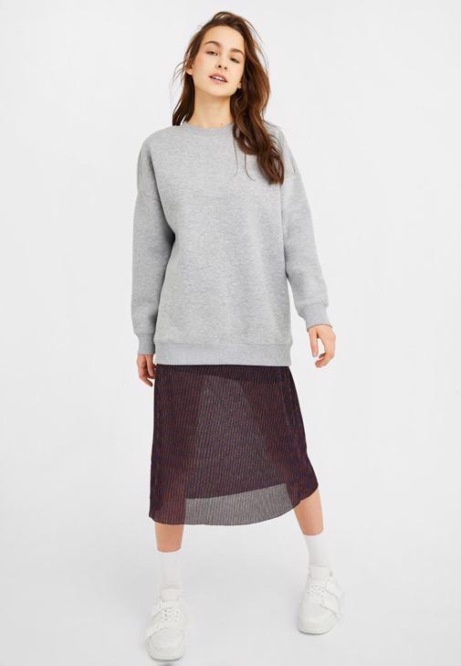 Oversize Sweatshirt ve Midi Etek Kombini