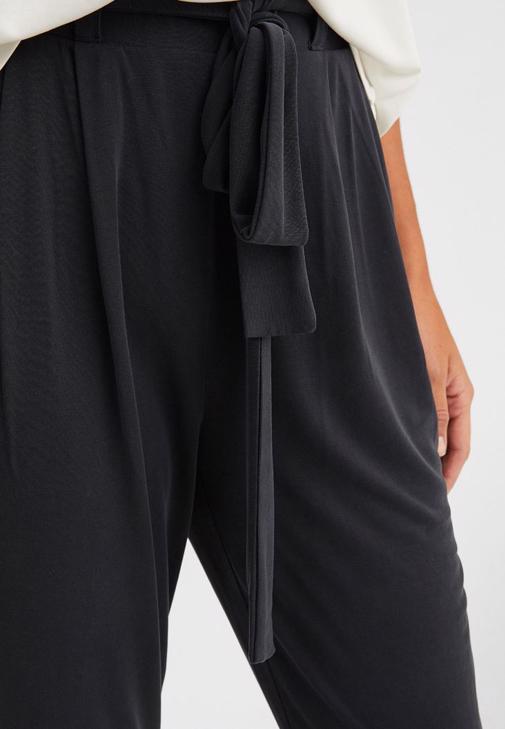 Dokulu Tişört ve Pantolon Kombini