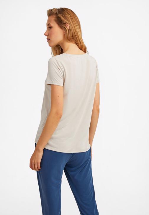 Tişört ve Orta Bel Pantolon Kombini