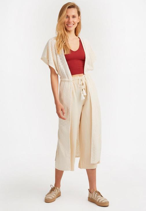 Dantel Kimono ve Bol Pantolon Kombini