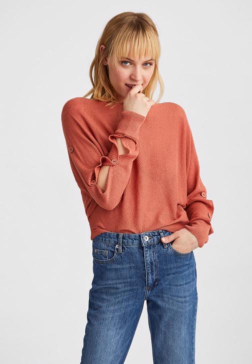 Kollari Dugmeli Bluz Ve Yuksek Bel Mom Jeans Kombini