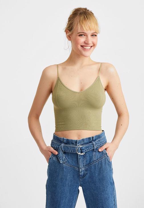 Askılı Crop Top ve Yüksek Bel Jean Kombini