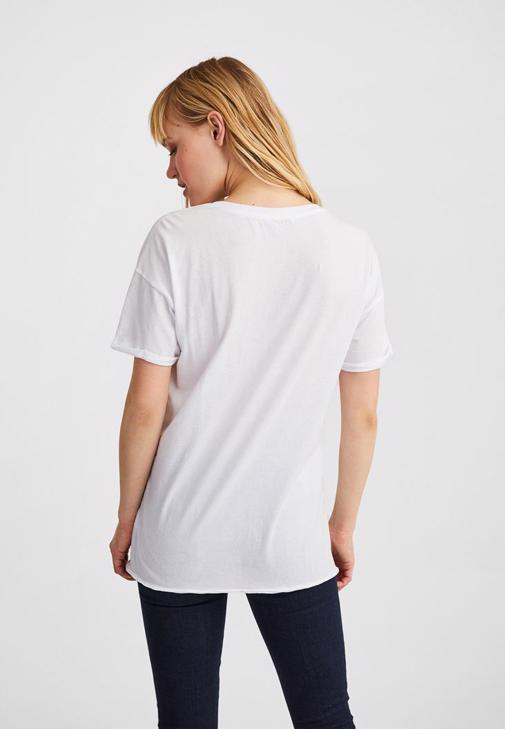 Oversize Tişört Ve Düşük Bel Denim Kombini