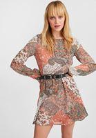 Mini Elbise ve Yün Kaban Kombini