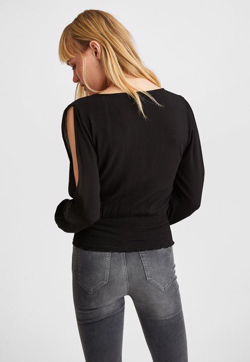 Beli Lastikli Bluz ve Dar Paça Pantolon Kombini
