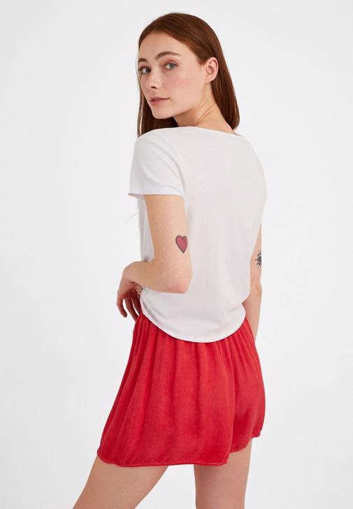 Mini Şort ve V Yaka Bluz Kombini
