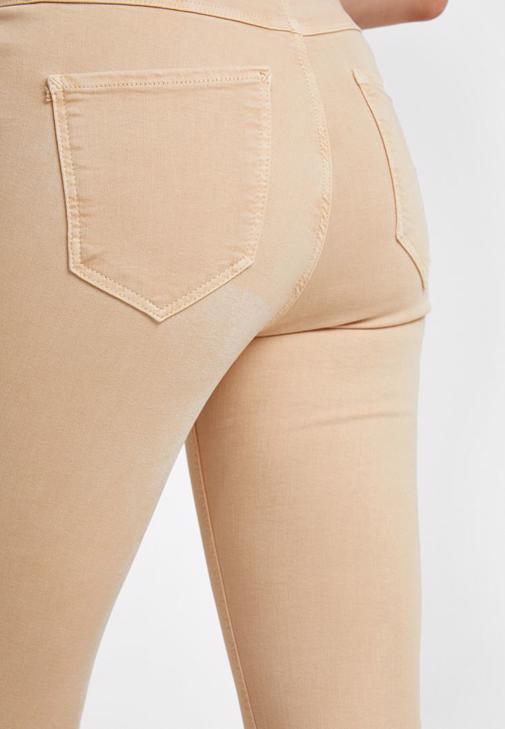 Yuksek Bel Pantolon Ve Kesik Detayli Kazak Kombini