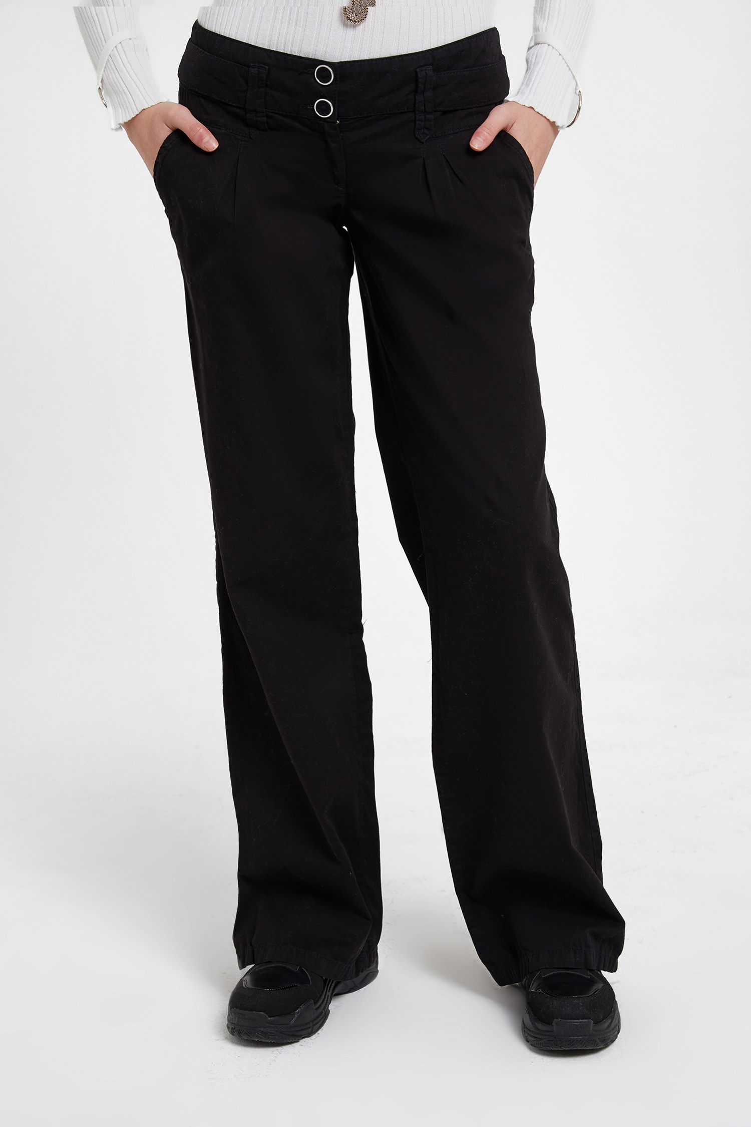 Women Black Low Rise Trousers with Buttons