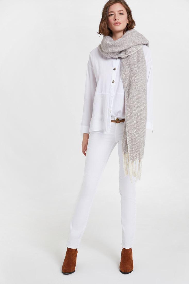 Beyaz Pantolon ve Beyaz Gömlek Kombini
