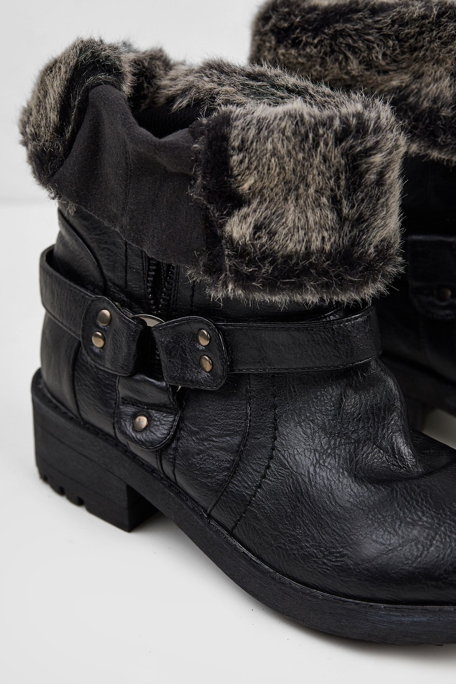 Women Black Boot with Faux Fur Detail