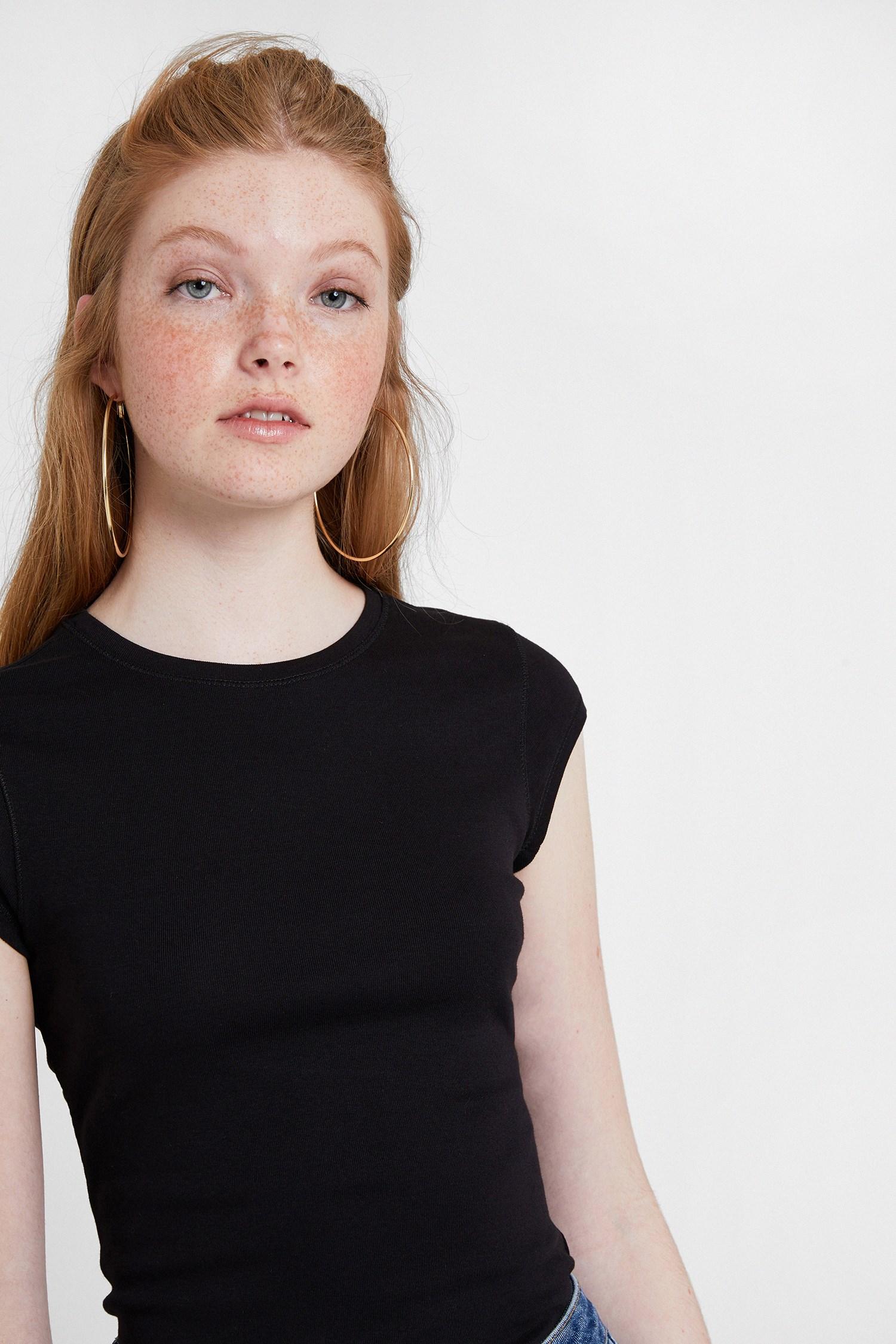 Bayan Siyah Bot Yaka Tişört