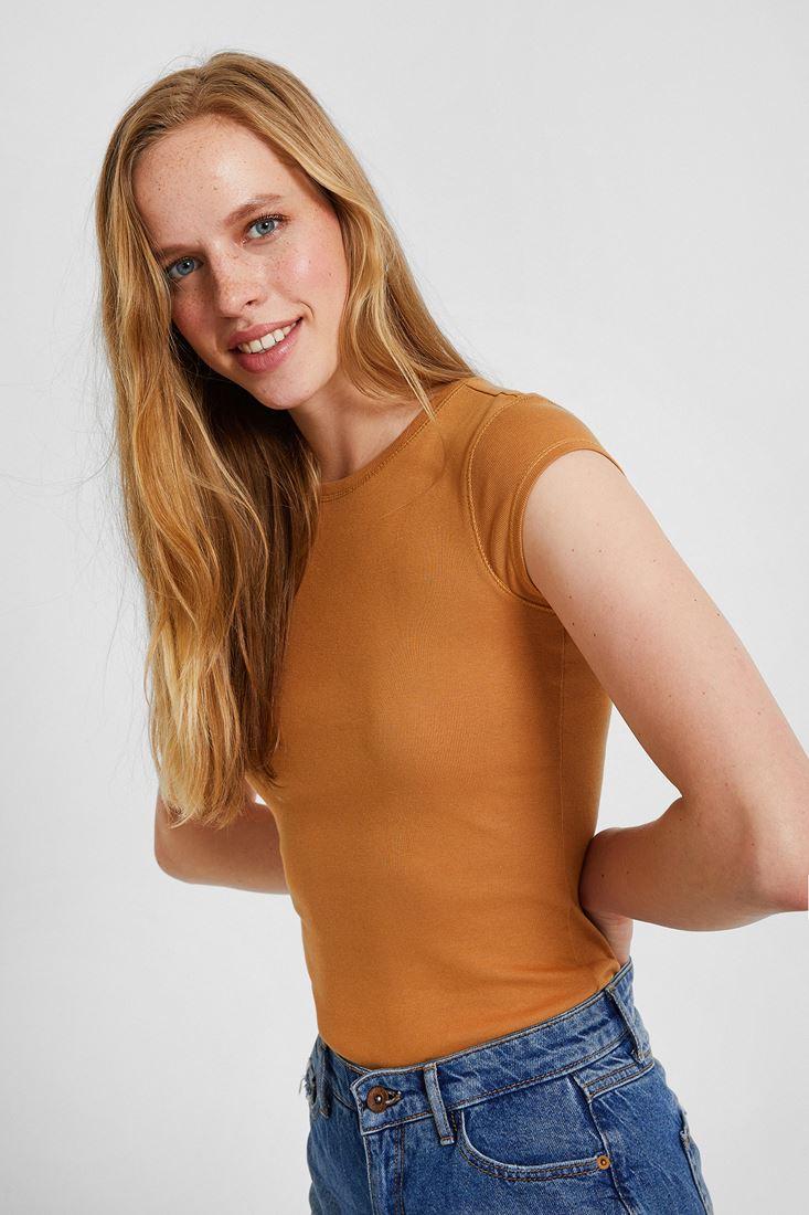 Kahverengi Bot Yaka Tişört