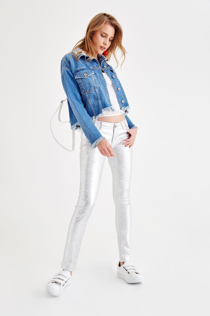 Yakası Detaylı Jean Ceket ve Parlak Pantolon Kombini