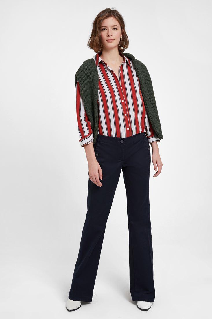 Lacivert Pantolon ve Çizgili Gömlek Kombini