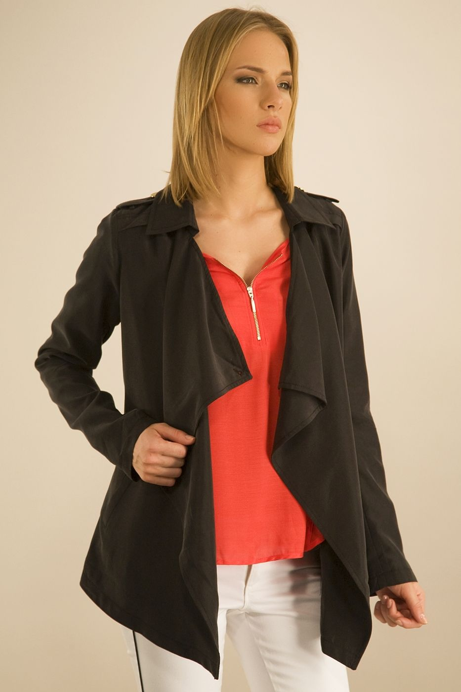Siyah Önü Volanlı Ceket